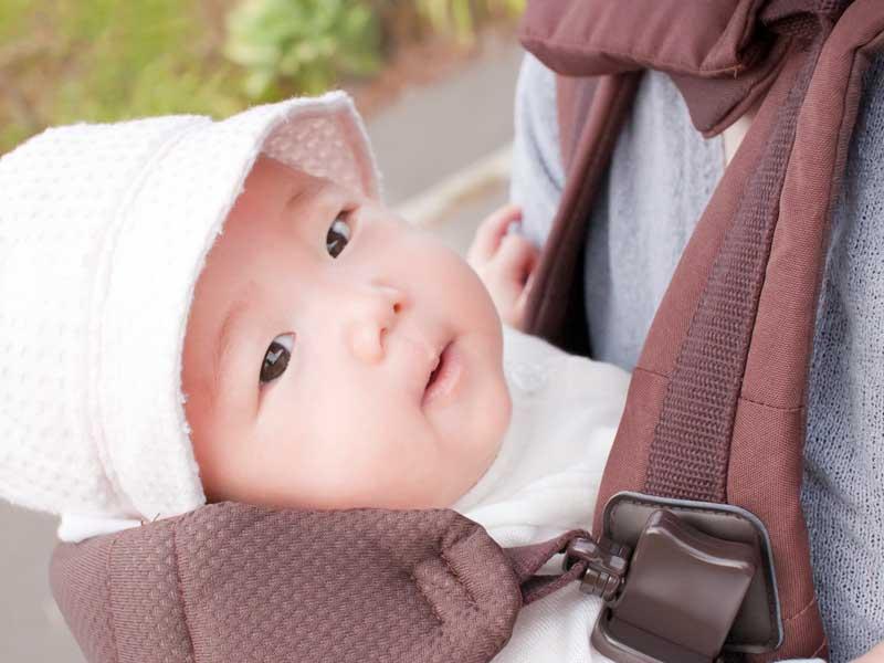肌着で出かける赤ちゃん