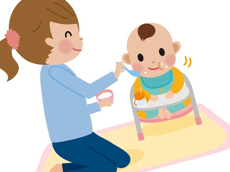 赤ちゃんをハイチェアに座らせて離乳食をあげるママのイラスト