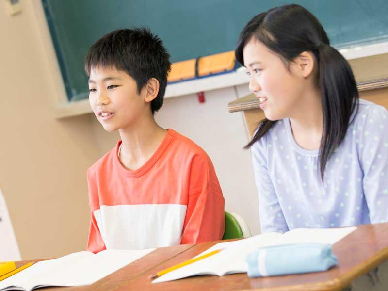 学級会に参加する学級委員達
