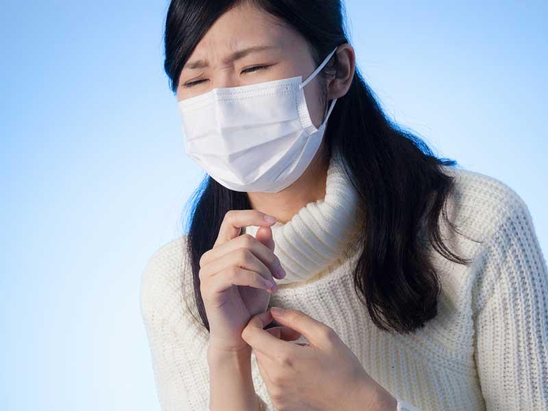 マスクを着用しているママ
