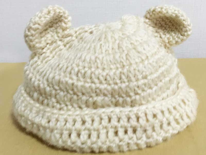 クマ耳がついてる手作りのニット帽子