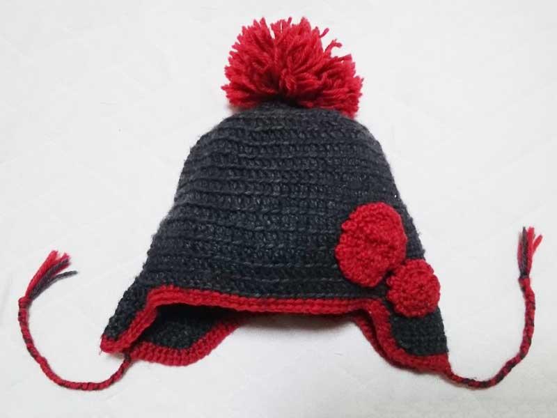 花模様の手編み帽子