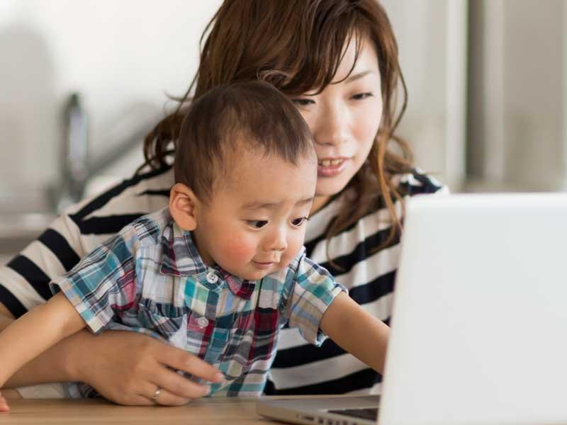 ネットオークションを利用するママ