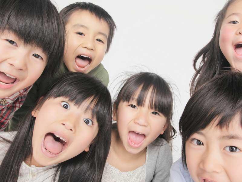 笑顔の小学生達