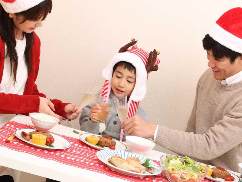 クリスマス会をやる家族