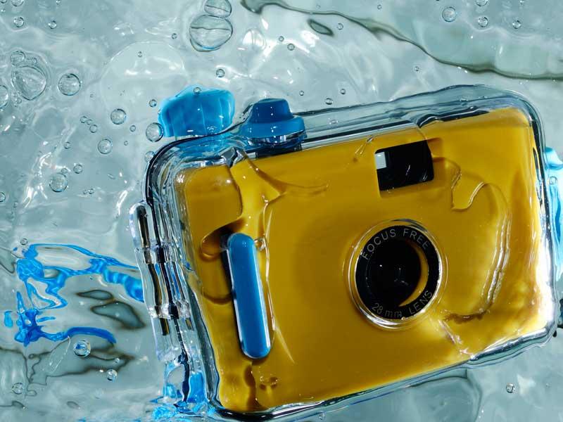 水の中に入っているカメラ