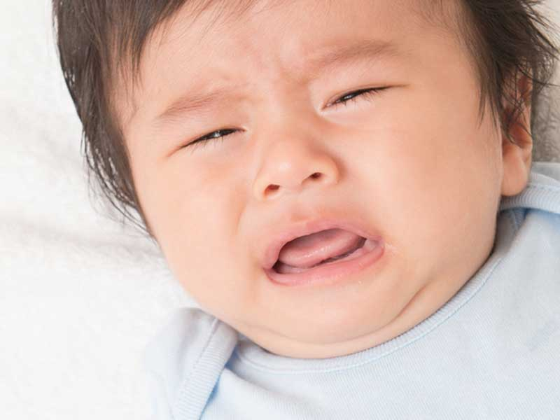 甘え泣きする赤ちゃん
