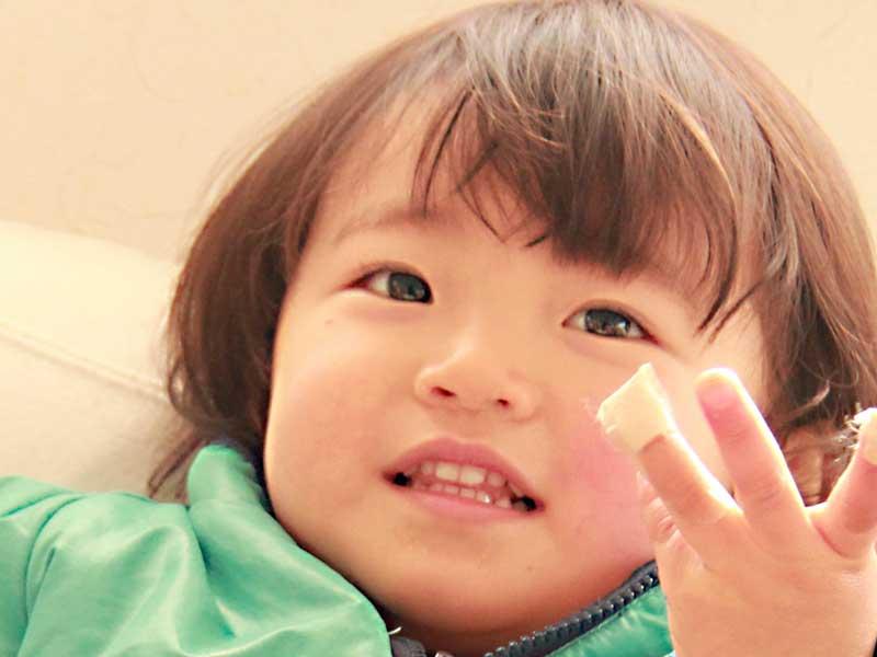 歯が生えそろった子供
