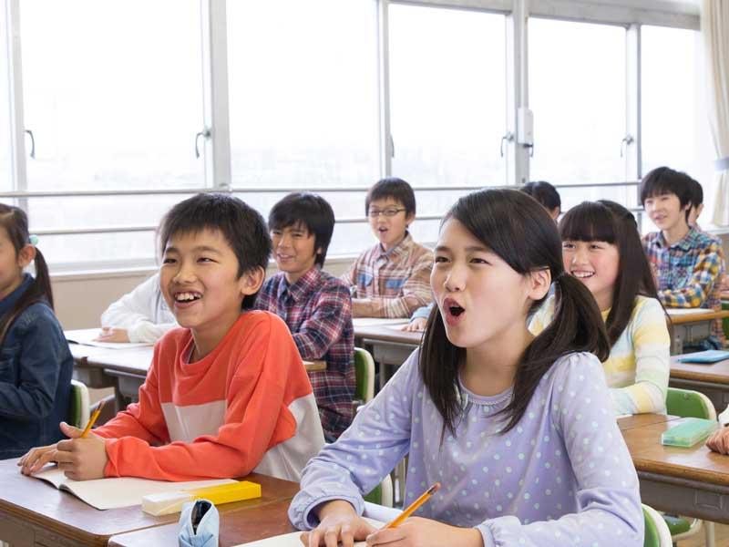 授業中の子供達