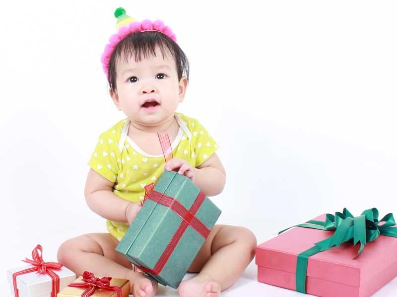 一歳の誕生日を迎えた赤ちゃん