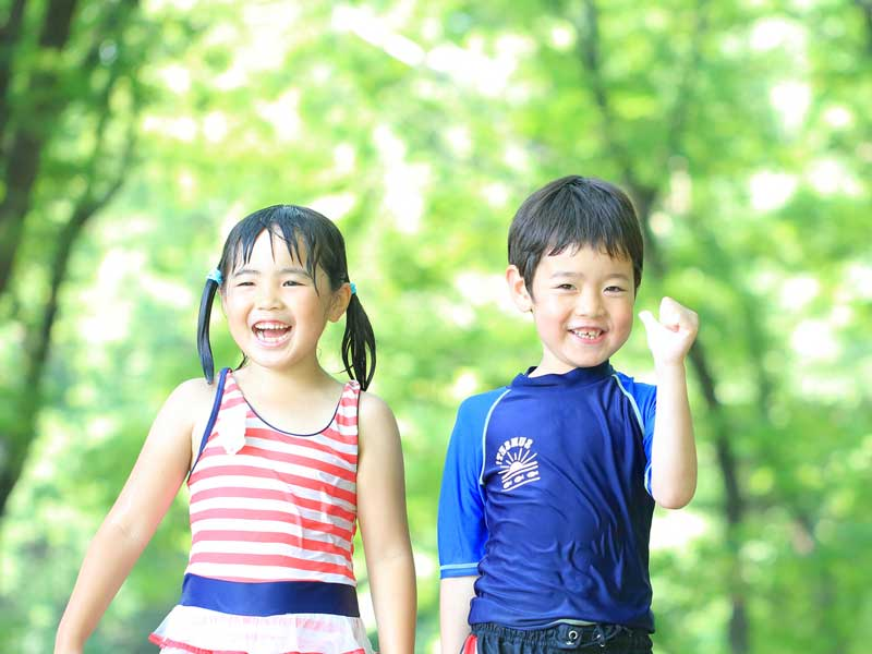 友達と遊んでいる子供達
