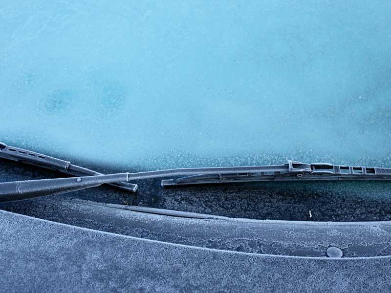 氷った車の窓