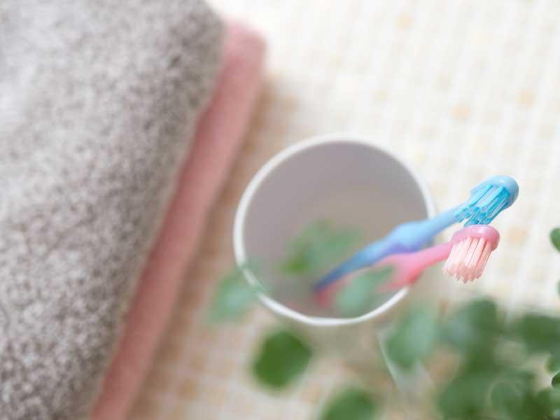 新婚夫婦の歯ブラシとタオル