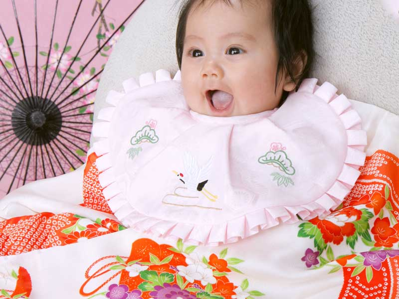 赤ちゃんのお宮参りの写真