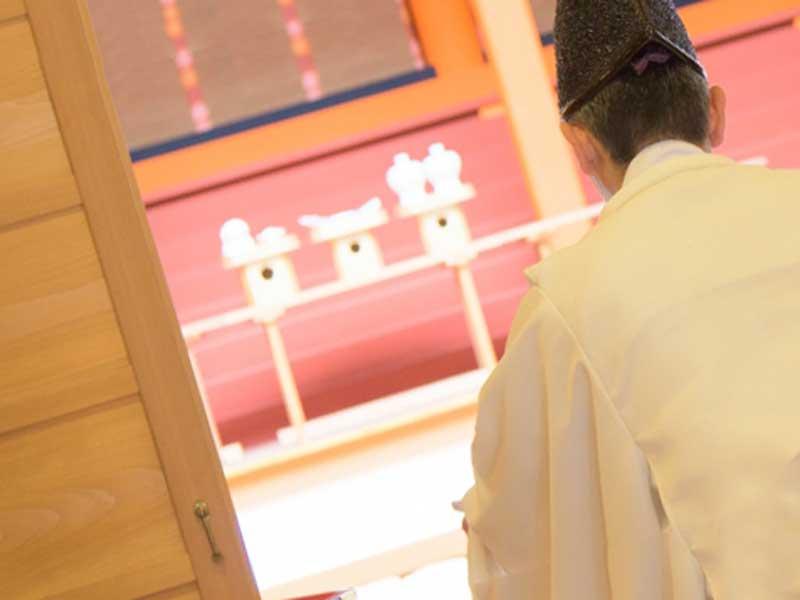 神社の神主