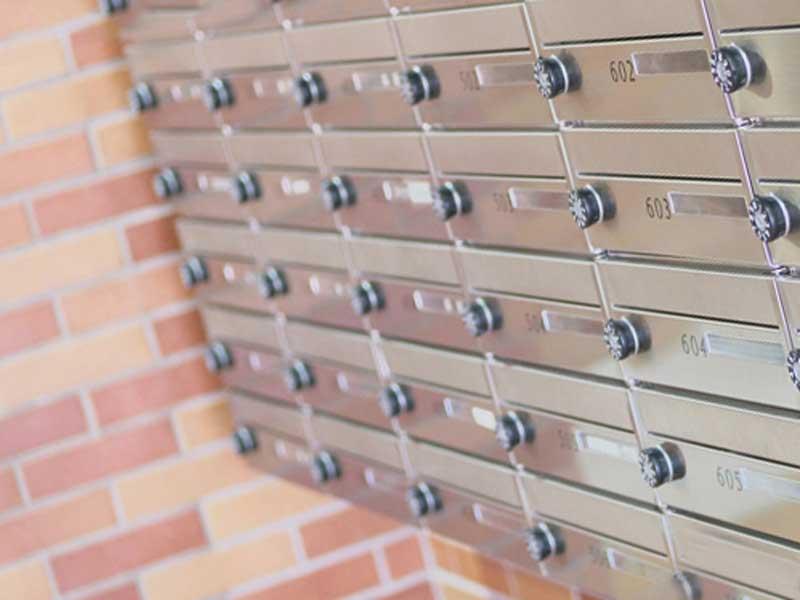 集合住宅の郵便ポスト