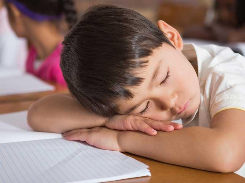 授業中に眠い子供
