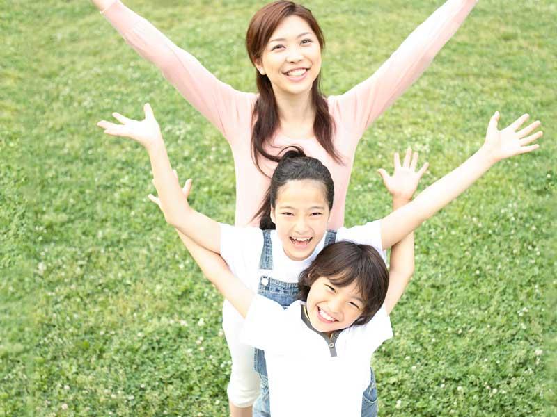 笑顔の親子三人