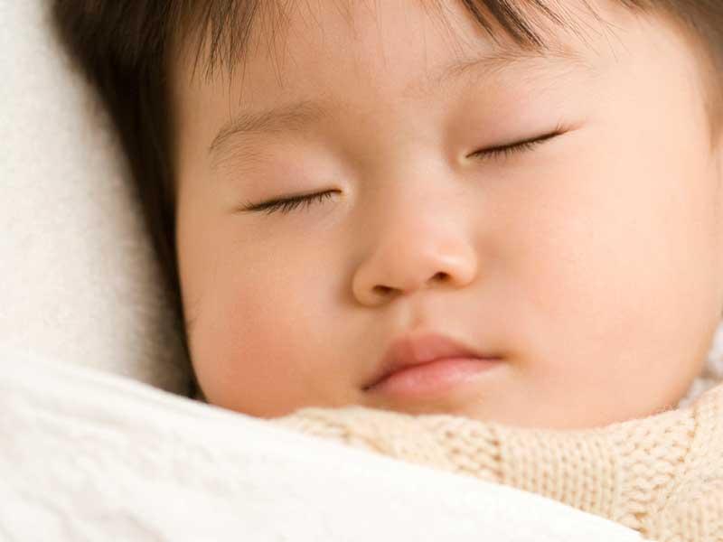 昼寝をしている赤ちゃん