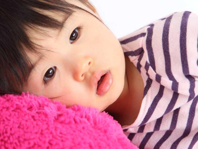 可愛い三歳の女の子