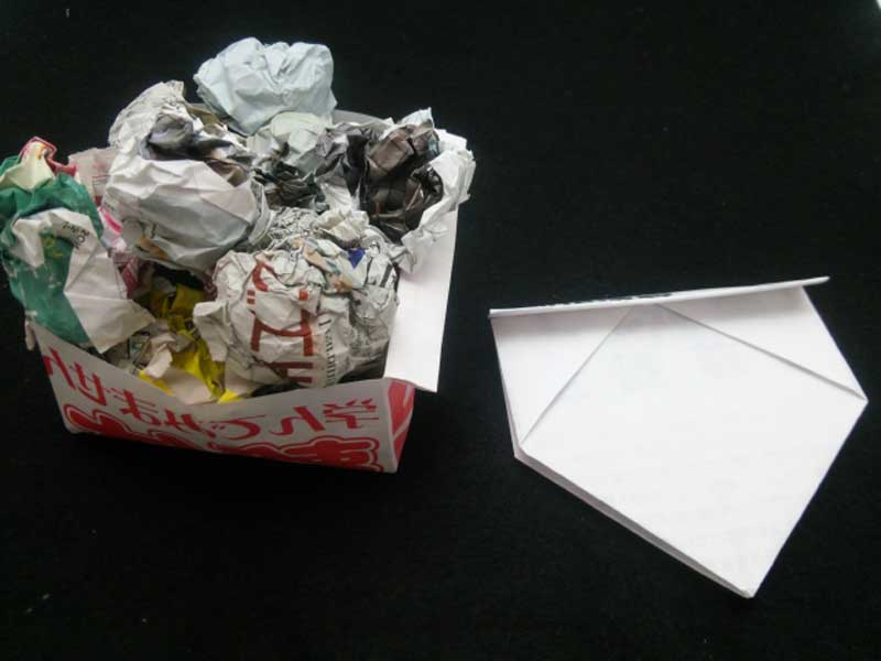 紙で作ったゴミ箱