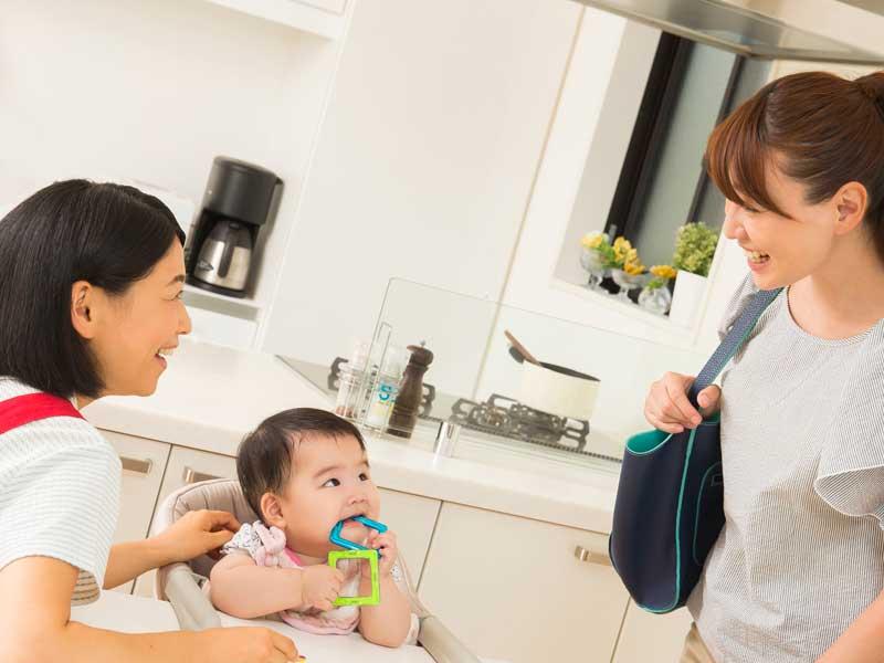 保育ママと赤ちゃんの親子