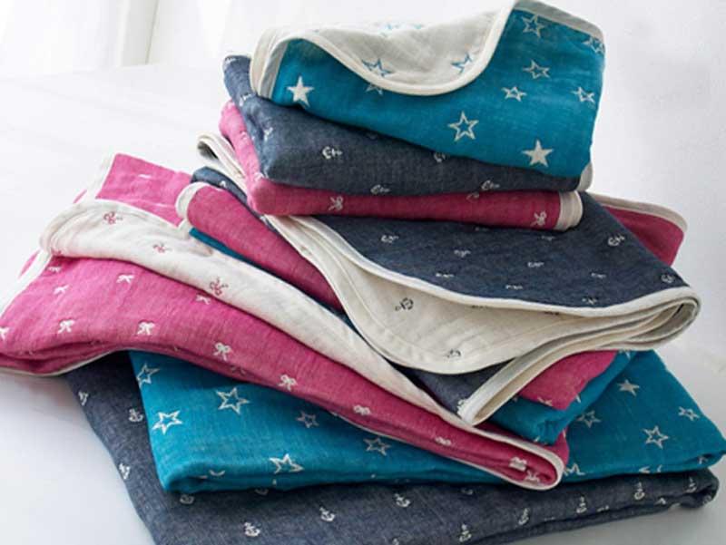 日本製ふわふわ六重織りの両面ガーゼケット
