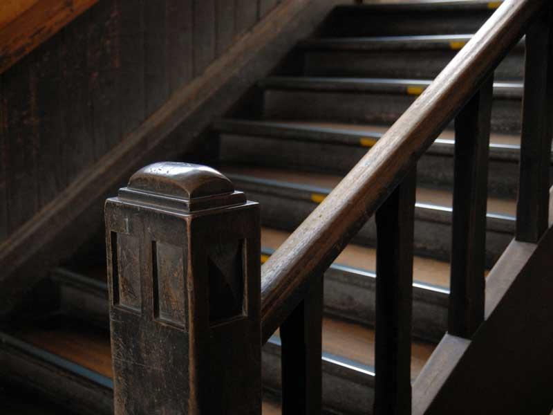 学校の古い階段