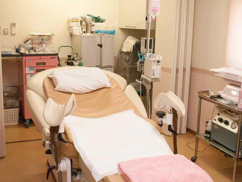 分娩室の分娩台