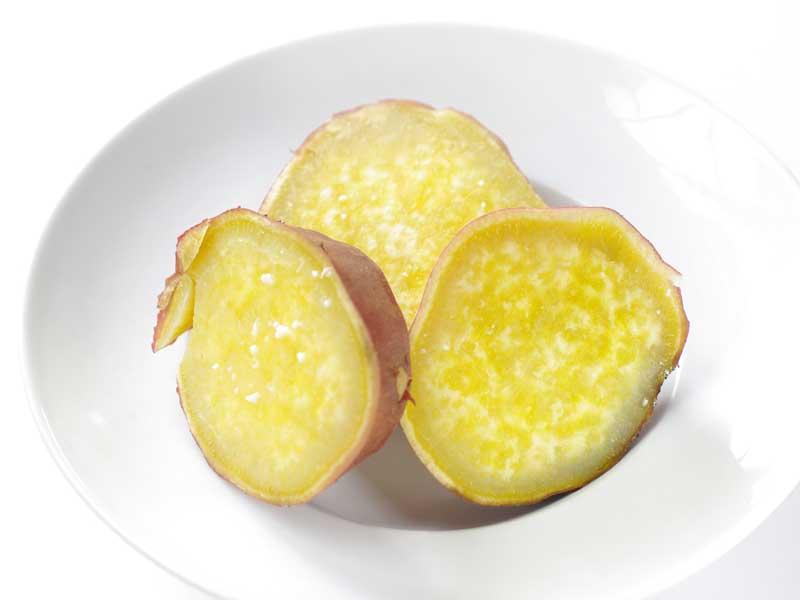 やわらかく蒸したサツマイモ