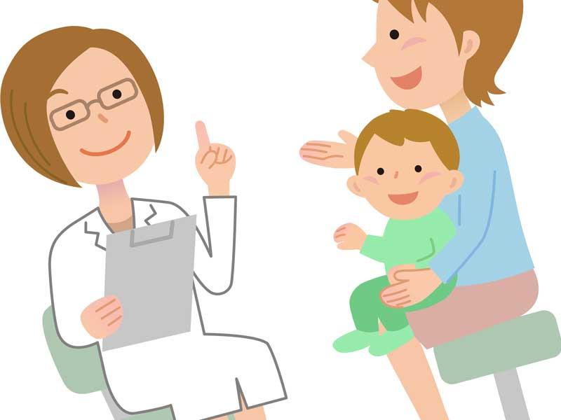 病院で診察を受けている母親に抱っこされた男の子のイラスト