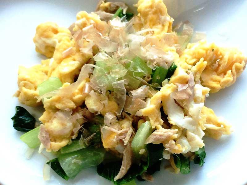 チンゲン菜とツナの炒り卵