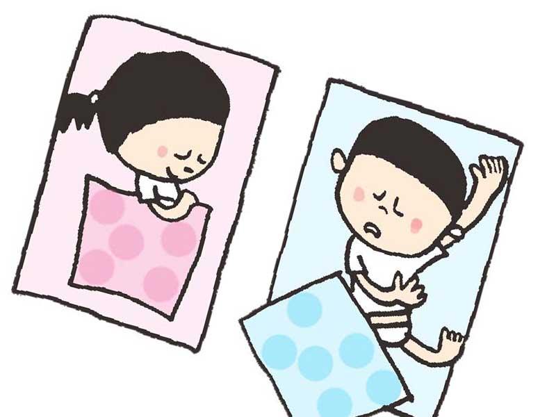 お昼寝をしている子供達のイラスト