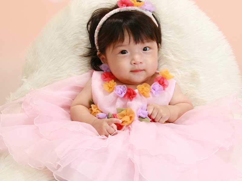 ドレスを着ている赤ちゃん