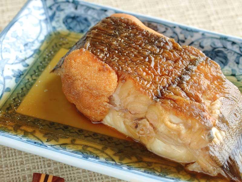魚卵付きの赤カレイの煮付け