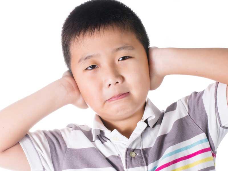 耳が痛い子供