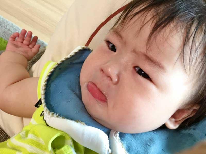 泣いている赤ちゃん