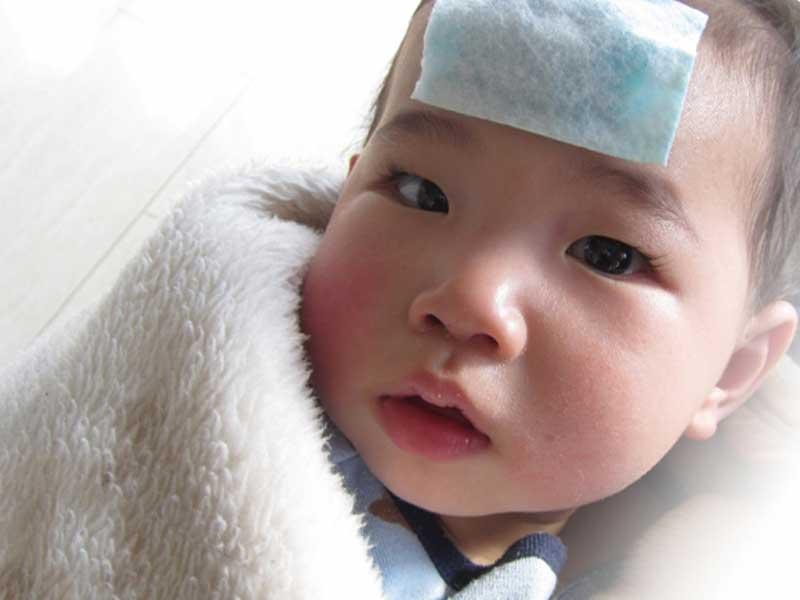 発熱する赤ちゃん