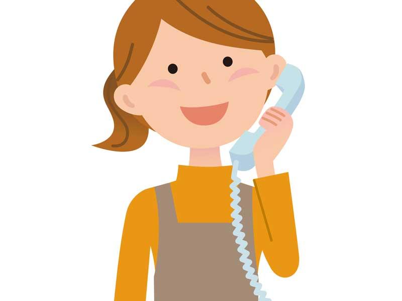 電話を掛けるお母さんのイラスト