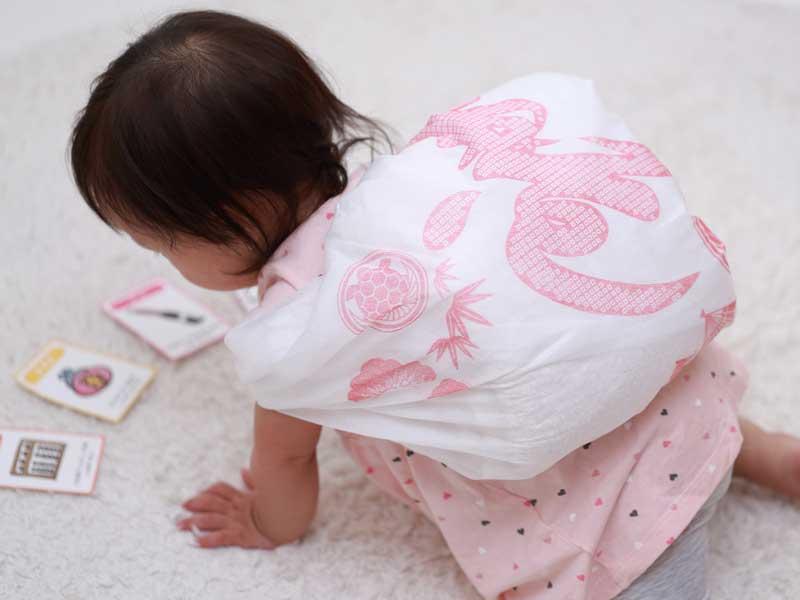 1歳の誕生日の女の子