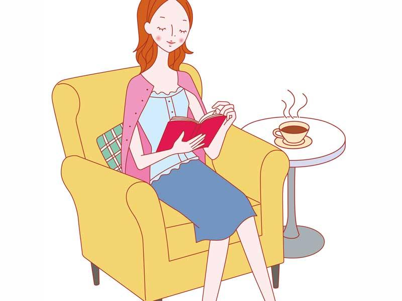 ソファーで読書をする女性のイラスト
