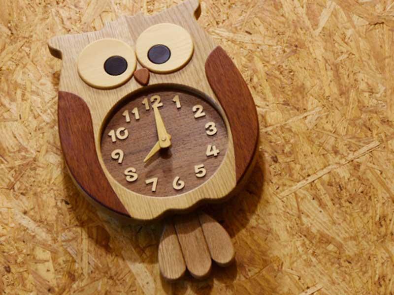 8時を差してる時計