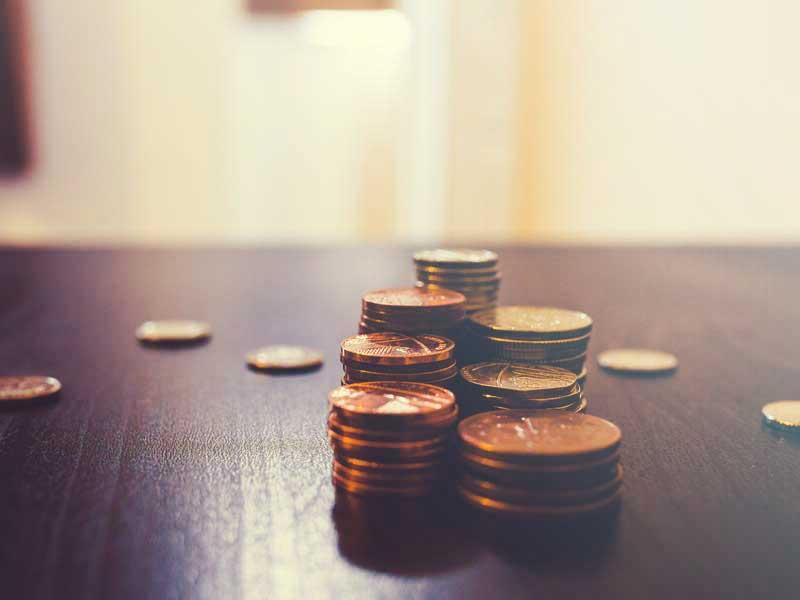 テーブルに置いてある小銭