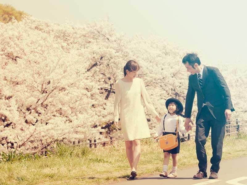 入園式に出る家族