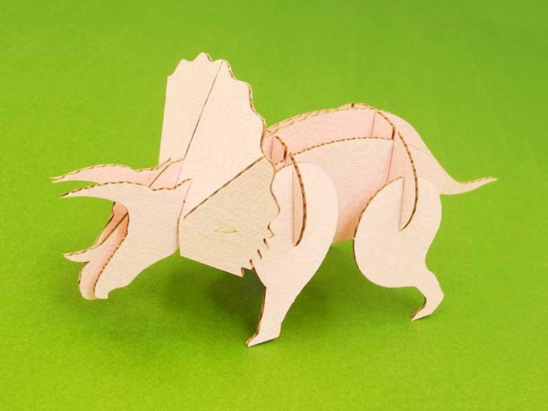 ダンボールで作ったトリケラトプス
