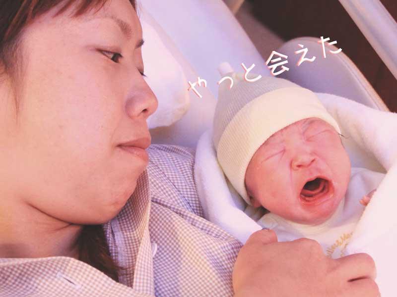 出産を終えたばかりのママと新生児