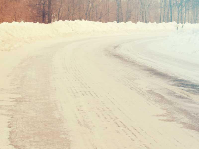冬道のカーブ
