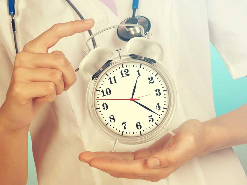 時計を持つ医師