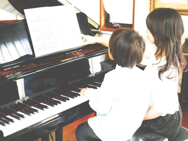 ピアノ教室に通う男の子