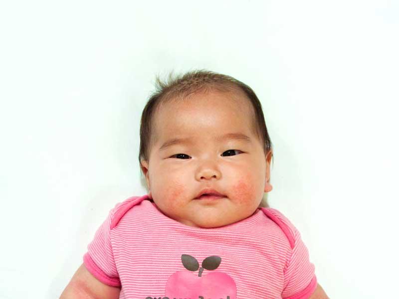 赤ちゃんのパスポート用の写真